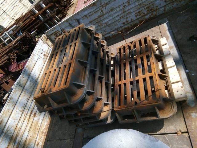 Трубы асбестоцементные, стремянки C-1, полусферы бетонные