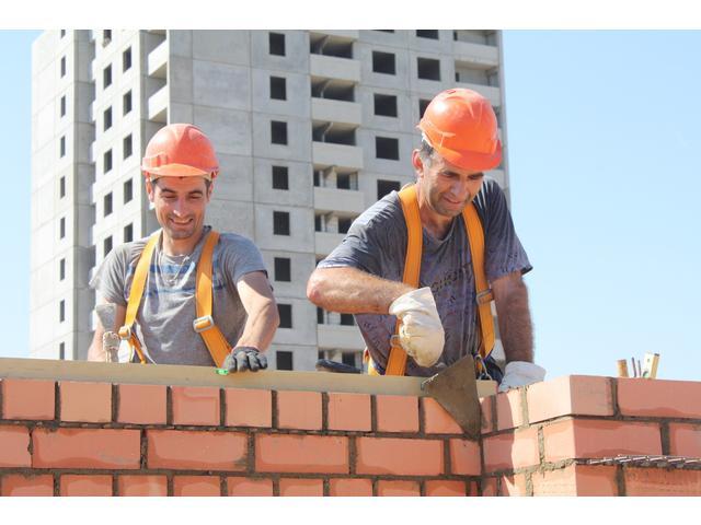Требуются каменщики в строительную компанию