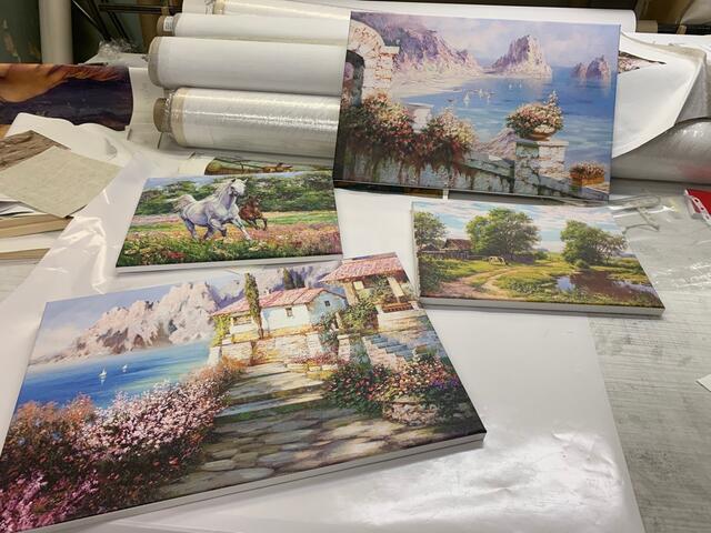 Производство обоев и холстов для печати.