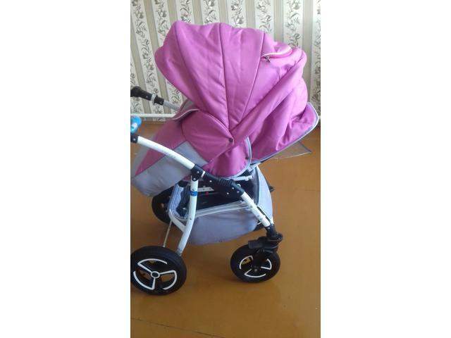 Детскую коляску для девочки 2 в одном в отличном состоянии